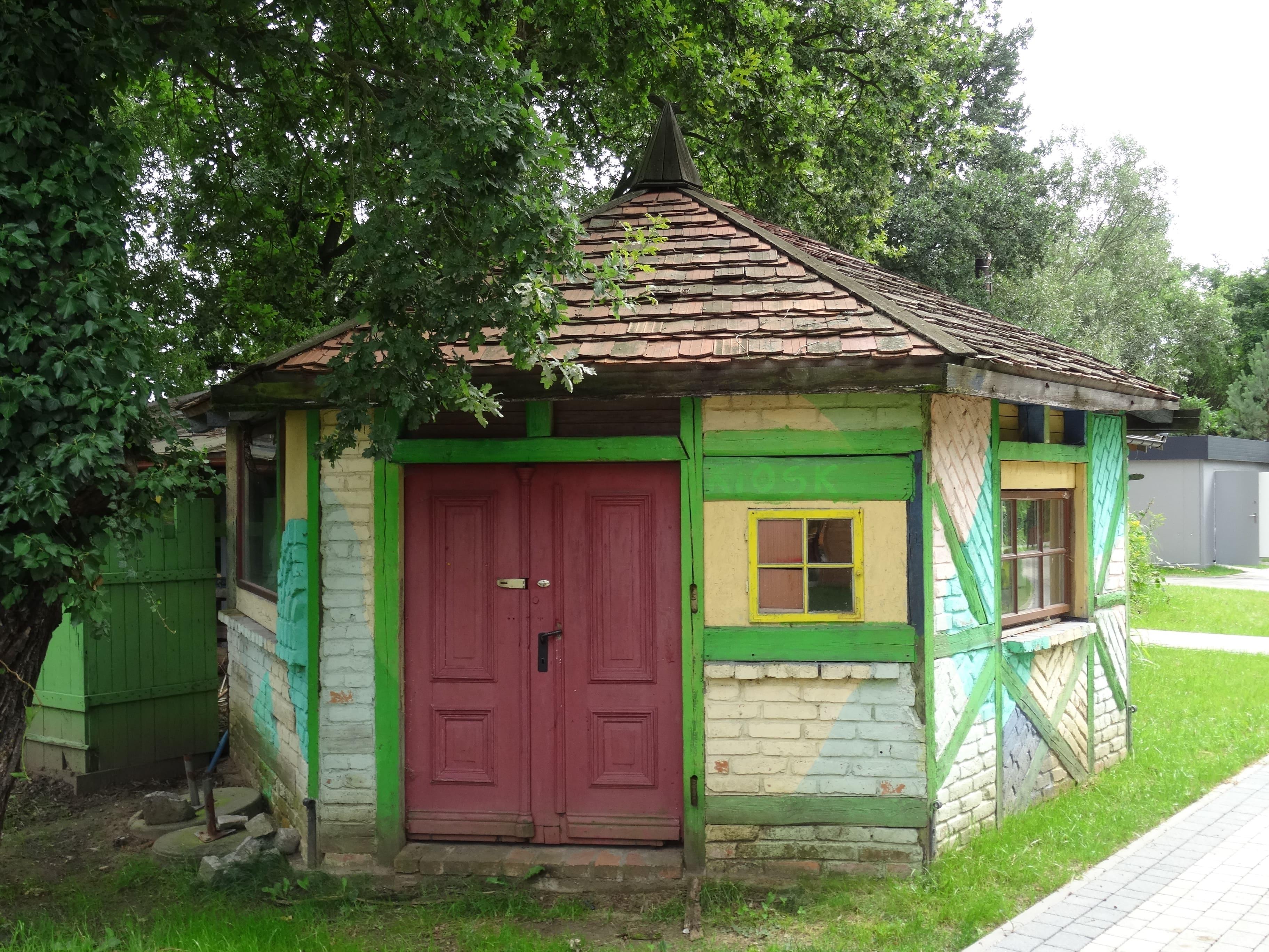 zielona-oliwka-kolorowy-domek-kiosk