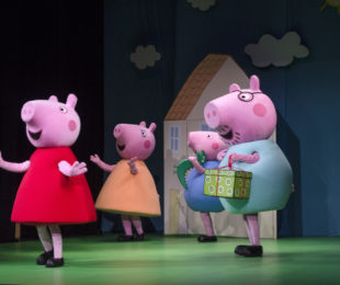 spektakl-swinka-peppa-wielka-niespodziankaa