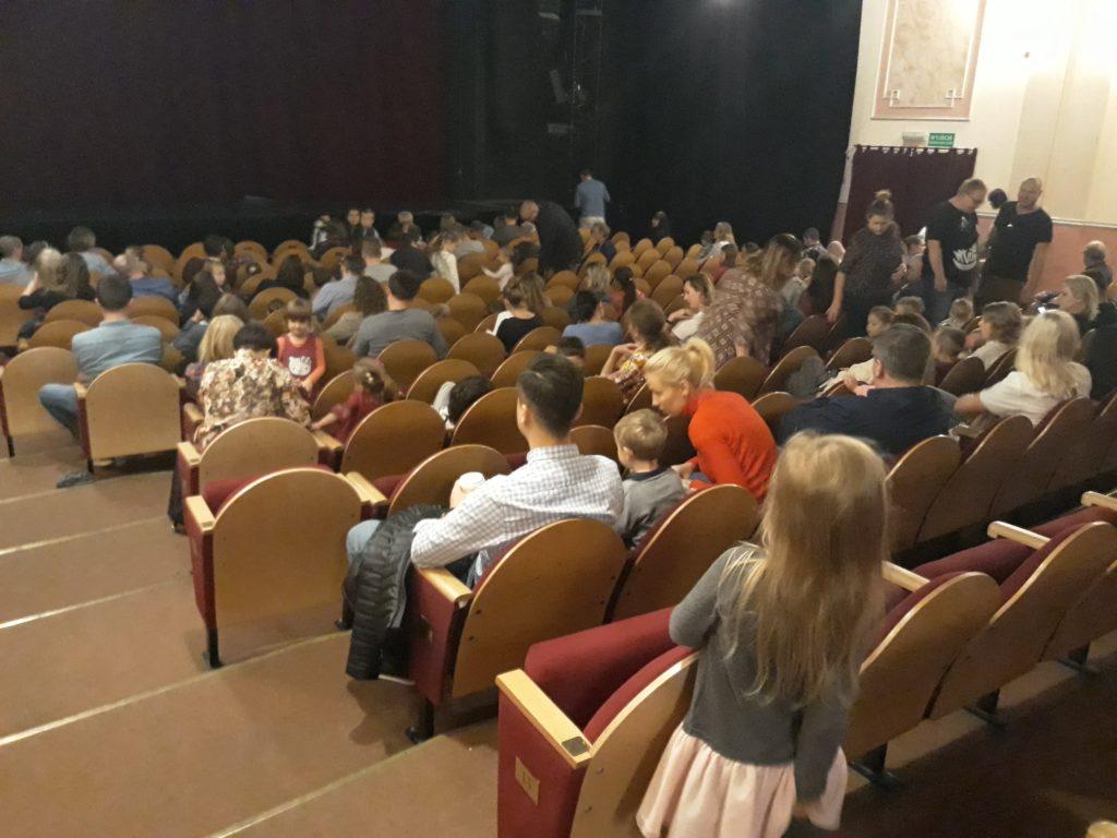 teatr-lalek-scena