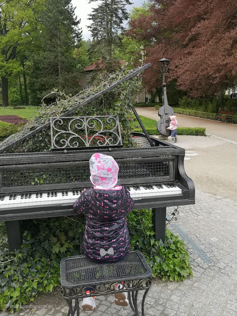 ogród-muzyczny-fortepian