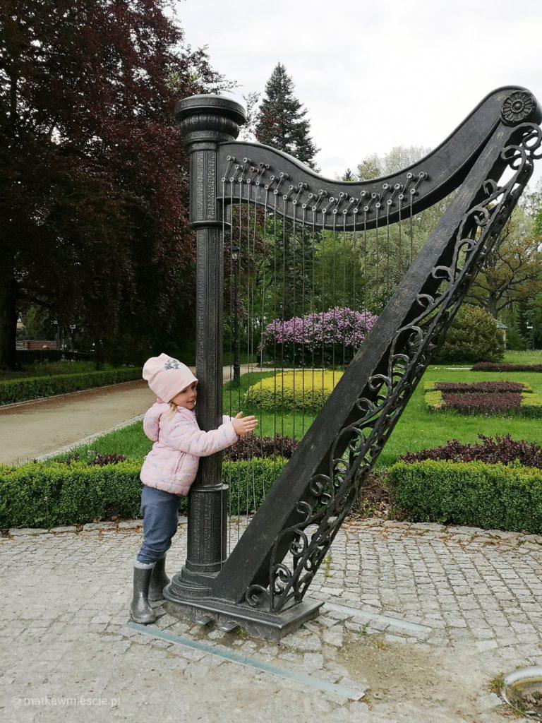 ogrod-muzyczny-harfa