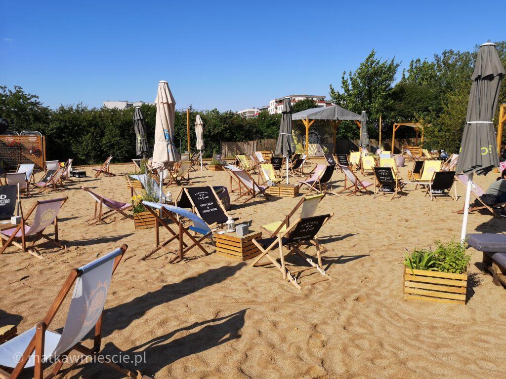 leżaki-bar-plażowy-ogrodek