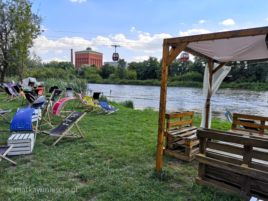 beach-bar-i-polinka