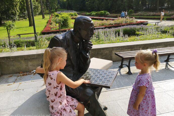 akiba-rubinstein-park-szachowy