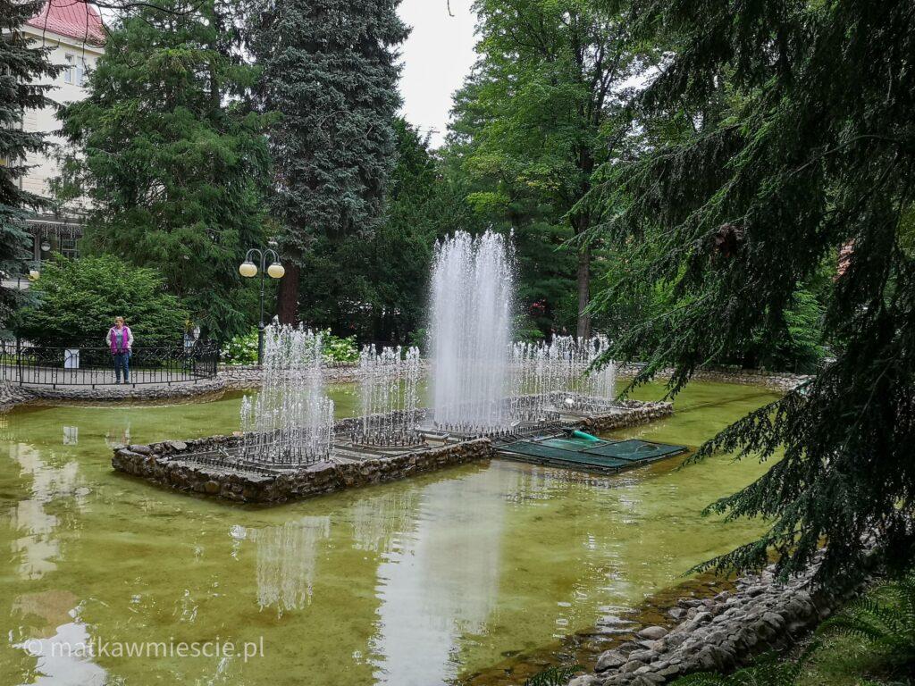 fontanna-w-parku-zdrojowym