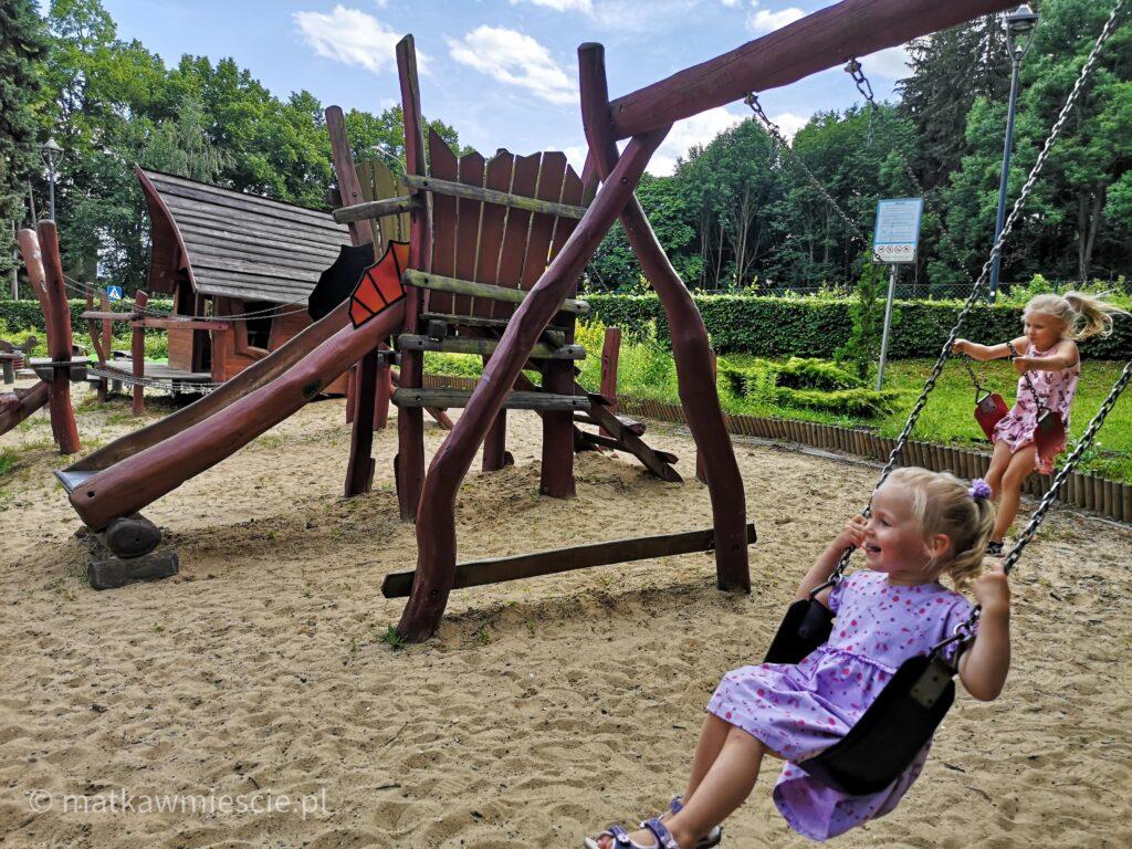 plac-zabaw-park-zdrojowy-polanica