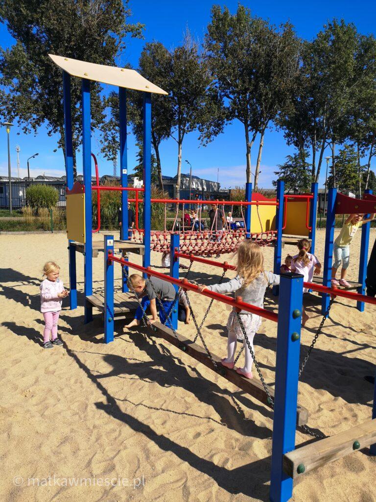 park-wrocławski-plac-zabaw