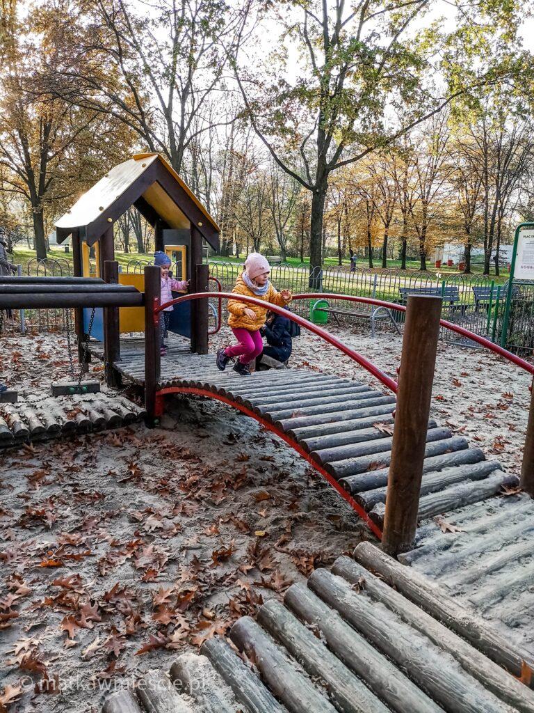 plac-zabaw-dla-młodszych-dzieci