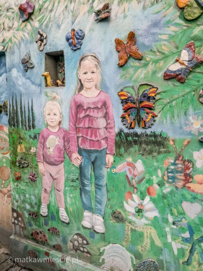 mural-dzieci-motyle