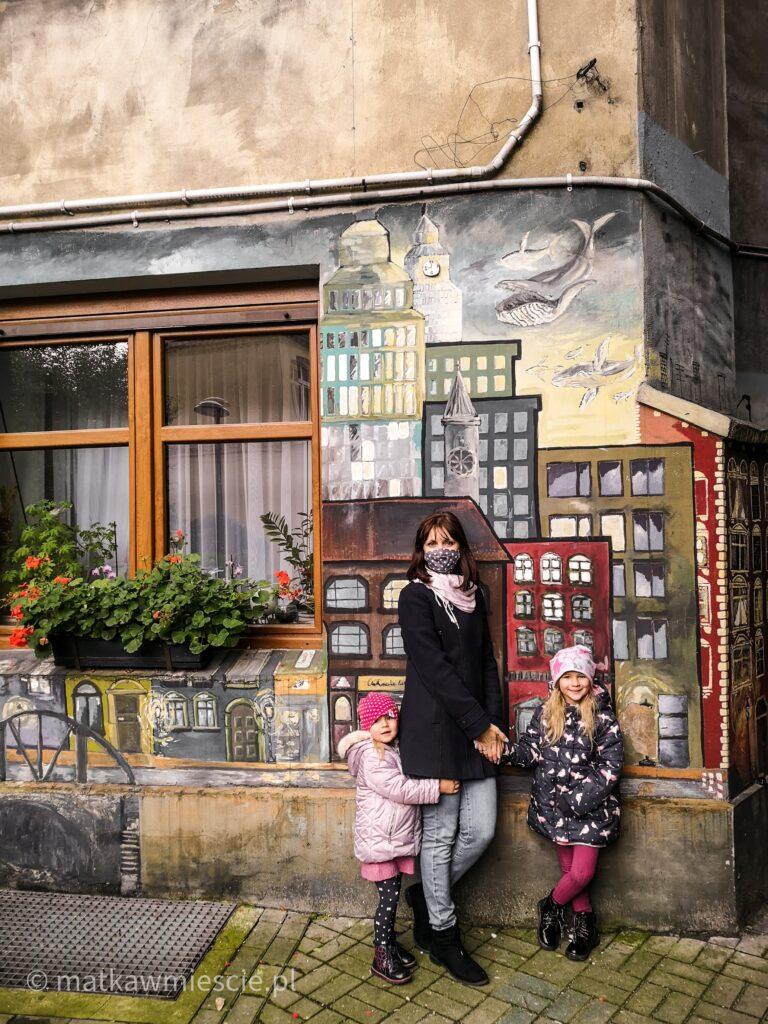 mural-kolorowe-podworka