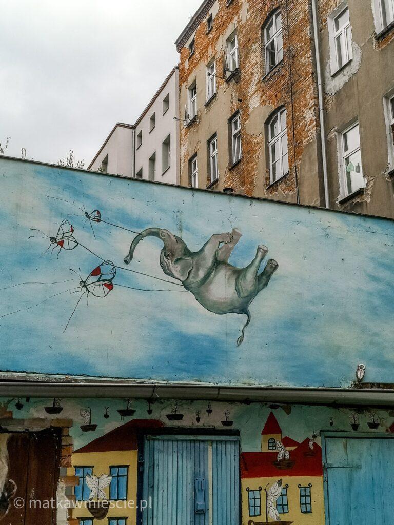 mural-słoń-motyle