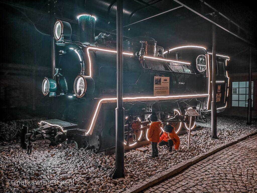 oswietlona-lokomotywa