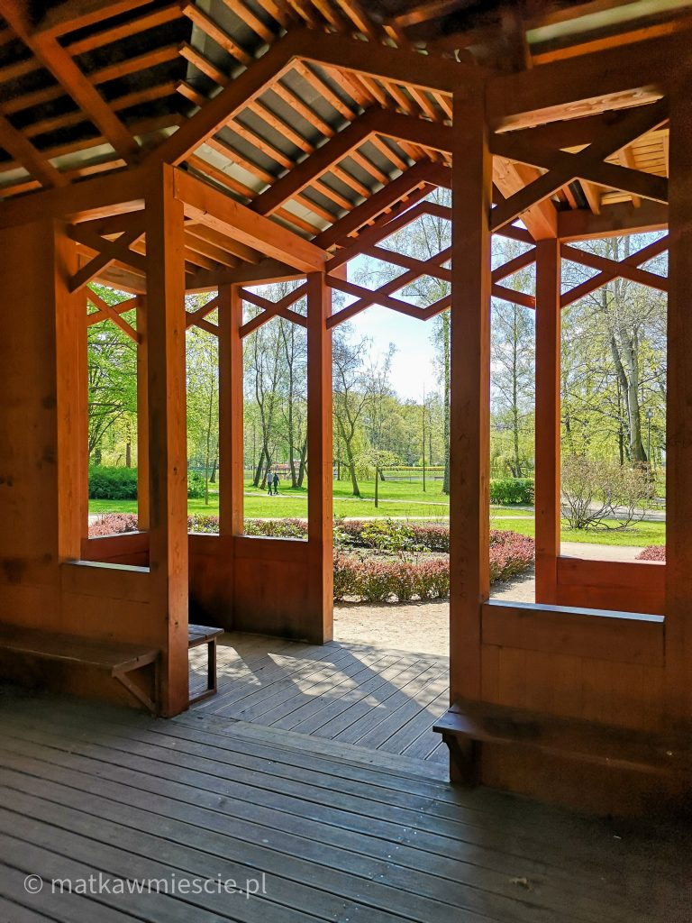 drewniana-altana-park