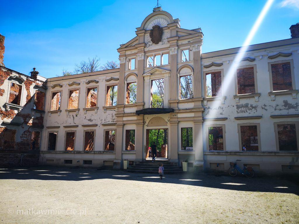 fasada-pałac-żmigród