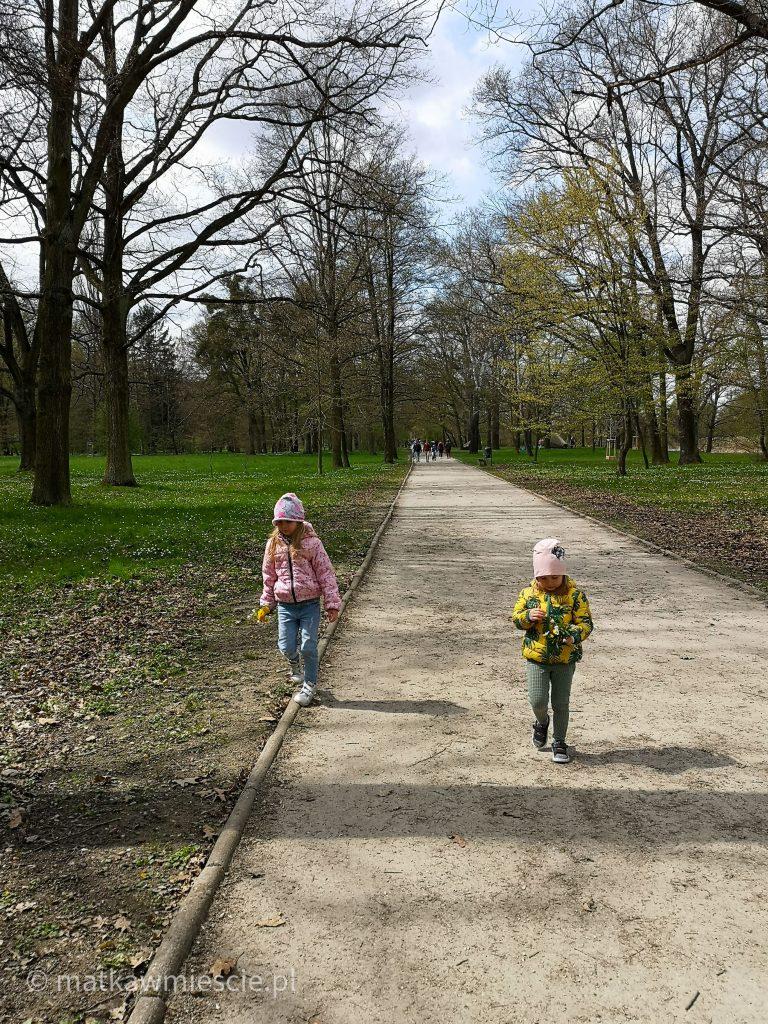 dzieci-alejka-park