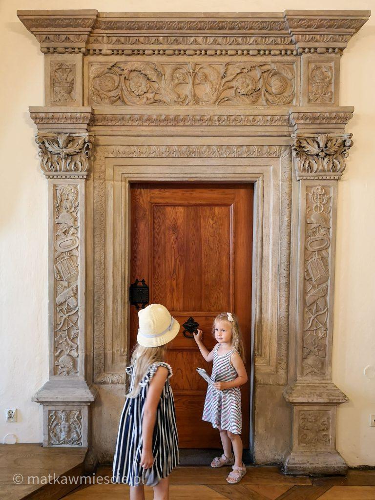 drzwi-muzeum-sztuki-mieszczanskiej