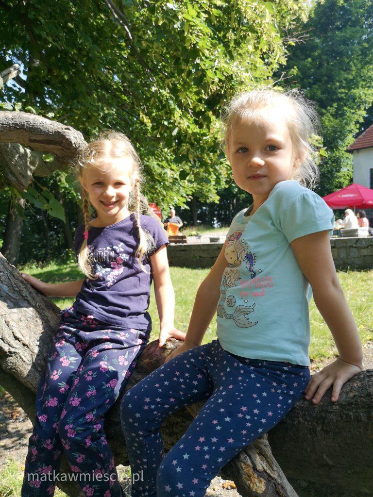 dzieci-ślęża-drzewo
